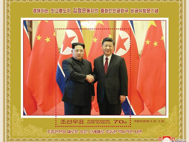 Briefmarke mit Bild, auf dem sich Kim und Xi die Hand geben.