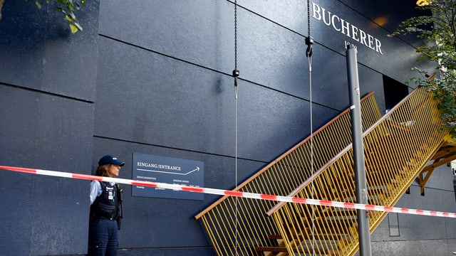 Abgesperrtes Provisorium des Bucherer Ladens an der Bahnhofstrasse in Zürich.