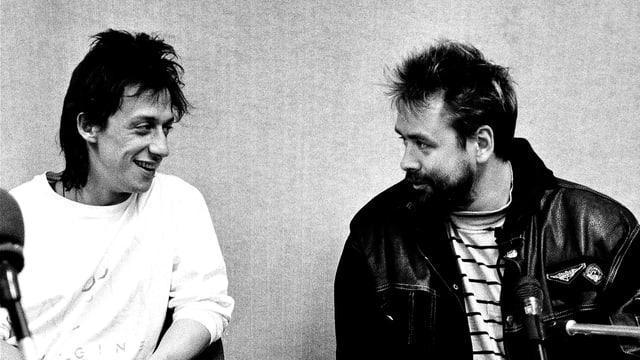 Eric Serra und Luc Besson im Tonstudio, im Vordergrund ein Mischpult