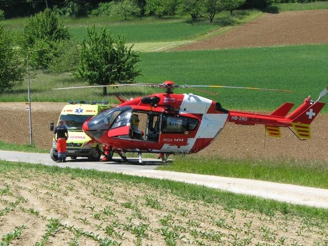 Ambulanz und Helikopter