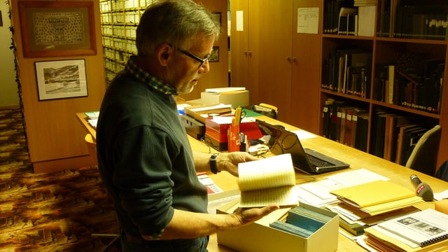 Tarcisi Hendry mussa documents per l'archiv cultural.