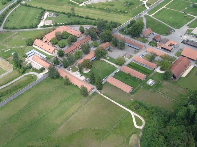 Das Kompetenzzentrum Veterinärdienst und Armeetiere mit Standort Sand-Schönbühl aus der Luft.
