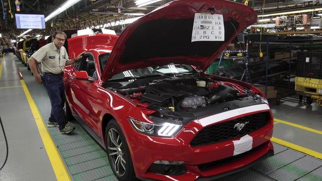 Ein Mustang auf dem Produktions-Fliessband.