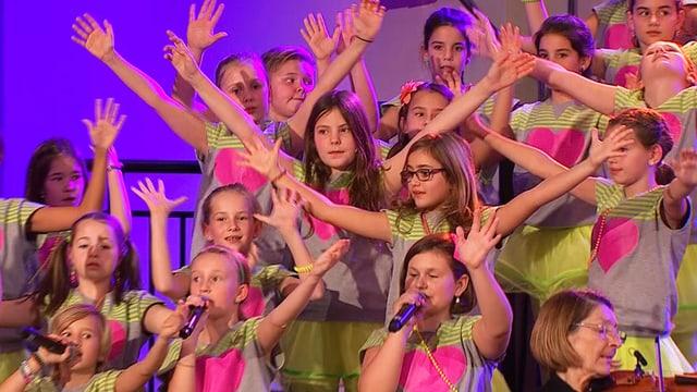 Video ««Schwiizergoofe» singed mit Orchester» abspielen