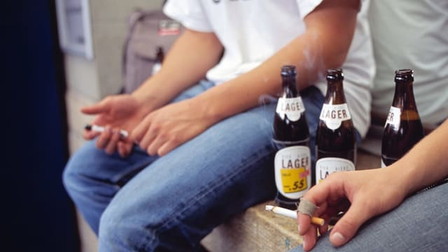 giuvenils cun birra.