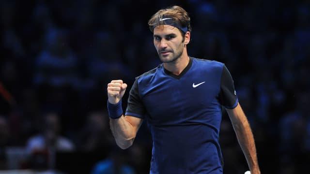 Roger Federer ballt die Siegerfaust
