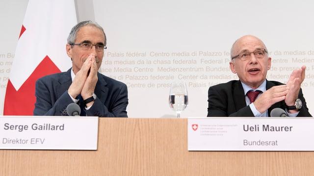 Serge Gaillard an einer Pressekonferenz neben Bundesrat Ueli Maurer