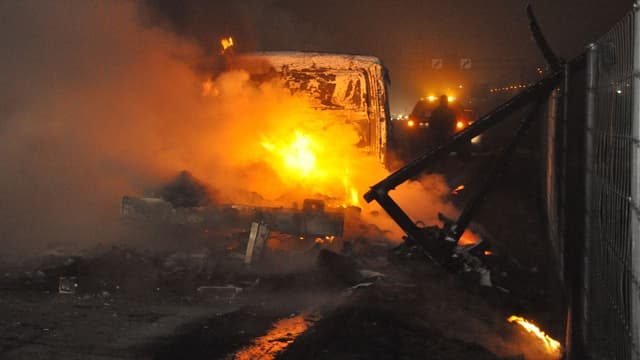 Lieferwagen brennt