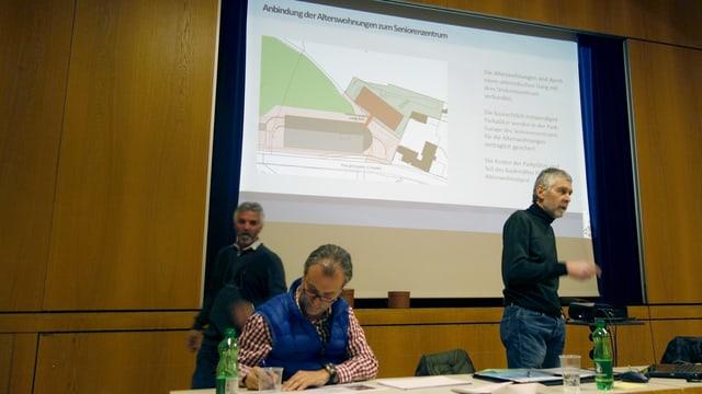 Il president da la vischnanca burgaisa Marcus Lenz declera il project.
