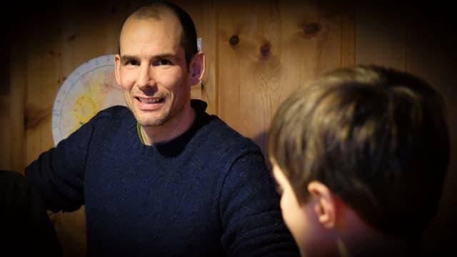 Der dreifache Vater Andri Capaul mit Sohn