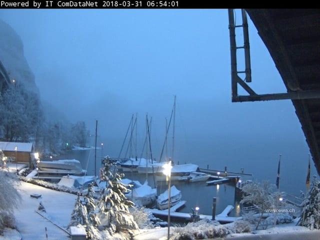 Verschneiter Hafen.