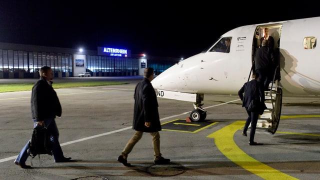 Passagiere auf dem Flugplatz Altenrhein