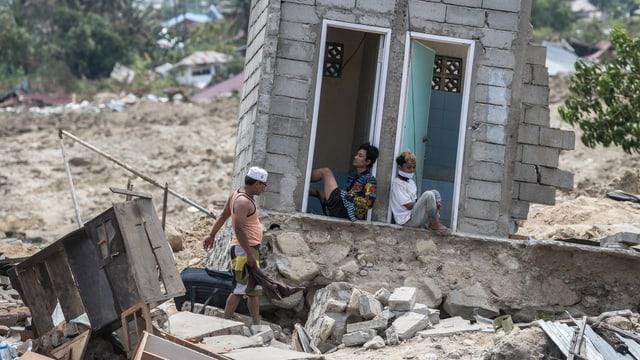 Zerstörtes Haus auf Sulawesi