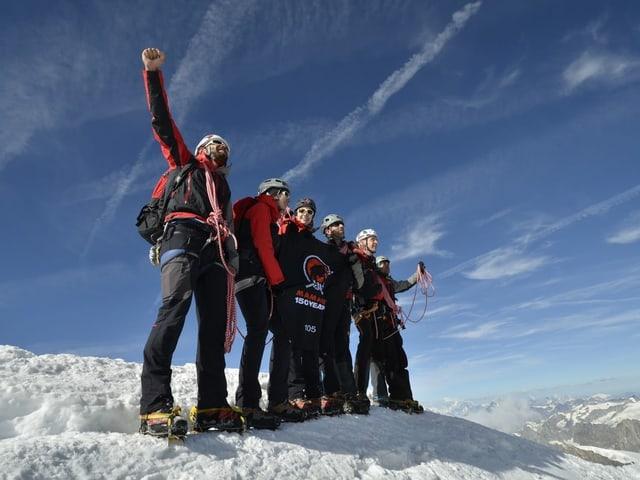 Mehrere Männer auf einem Berg