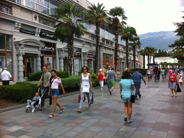 Krim - das belebte Stadtzentrum von Jalta.