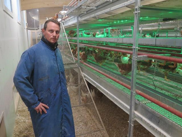 Ralph Soller in seinem Hühnerstall