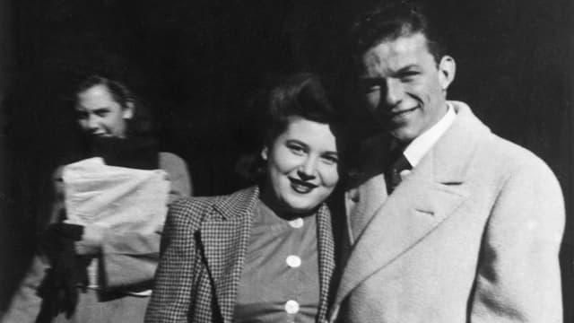 Frank Sinatra mit seiner Mutter.