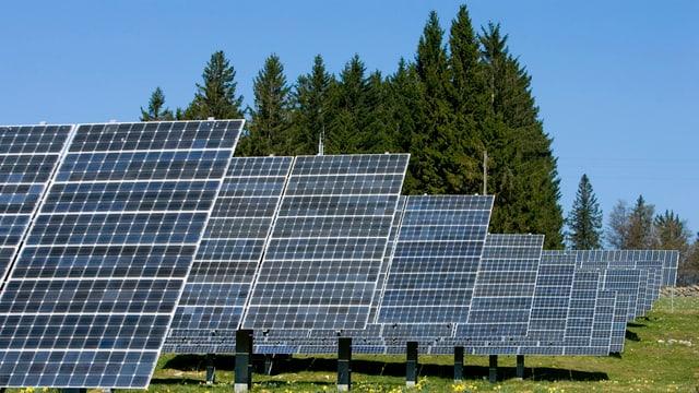 Sonnenkraftwerk auf dem Mont Soleil im Berner Jura.