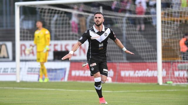Armando Sadiku bejubelt sein Tor gegen Vaduz.