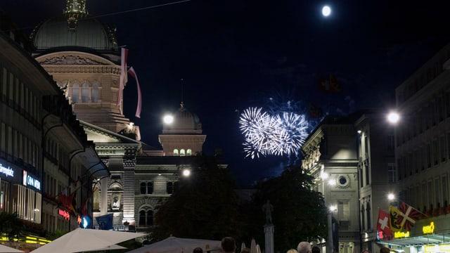 So sah es gestern eben nicht aus: Feuerwerk auf dem Gurten von der Berner Altstadt aus.