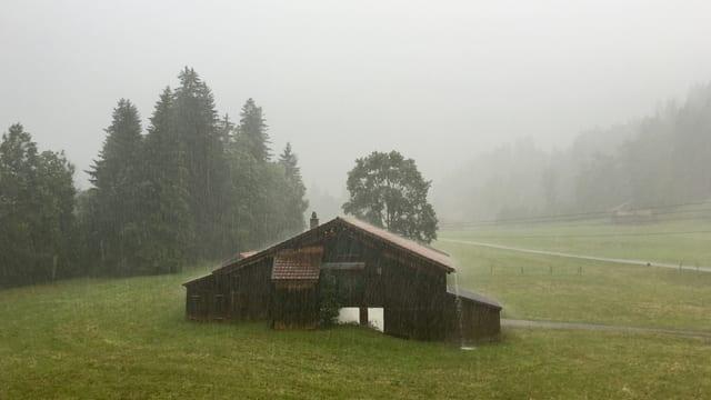 Am Dienstag goss es, wie hier in Gstaad, in strömen.
