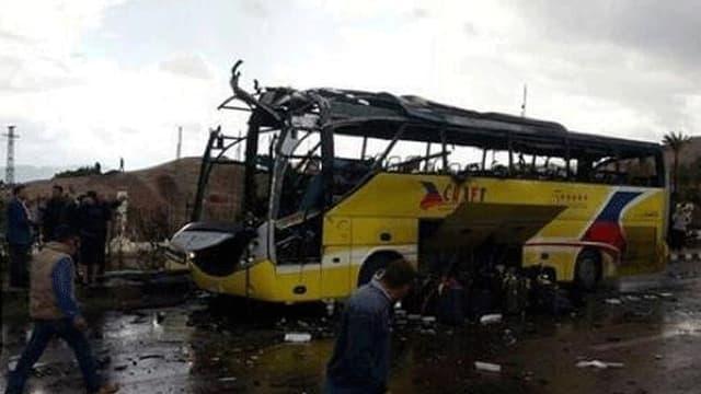 Der zerstörte Bus.
