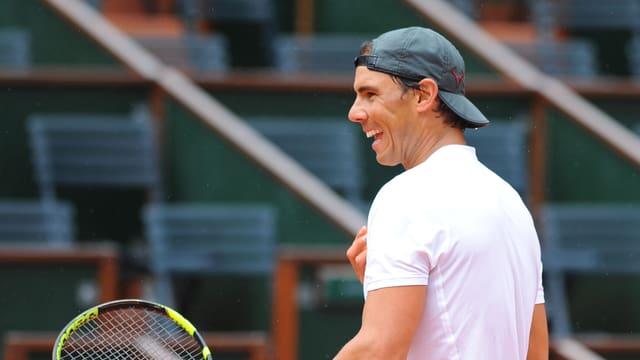 Rafael Nadal lacht.