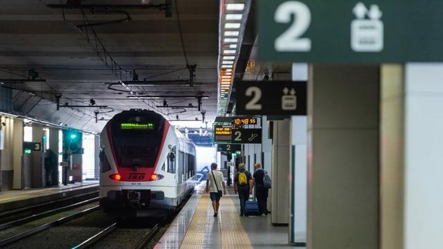 Purtret d'in tren da la SBB a Malpensa en l'Italia.