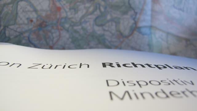 Kartenausschnitt und Titelbild der Richtplanunterlagen.