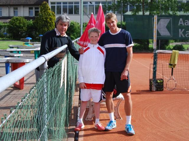 Bernie Schär (links) ist SRF Sportreporter, Nico Ernst ist Jonas' Sparringpartner.