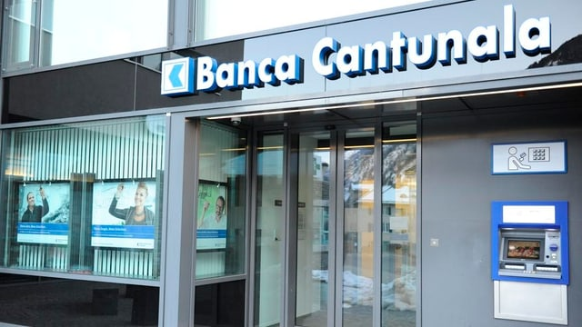 L'entrada d'ina filiala da la Banca chantunala grischuna
