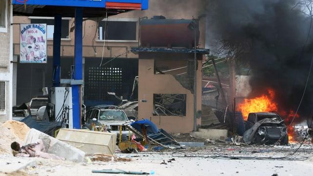 Zerstörung nach Bombenanschlag in Mogadischu
