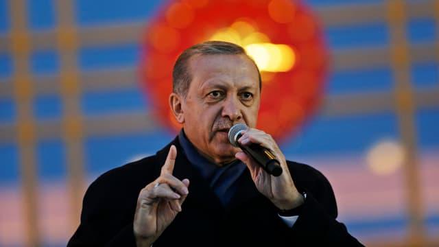 Il president tirc discurra tar aderents entant ch'il ministeri da l'exteriur refusa critica da l'OSCE.
