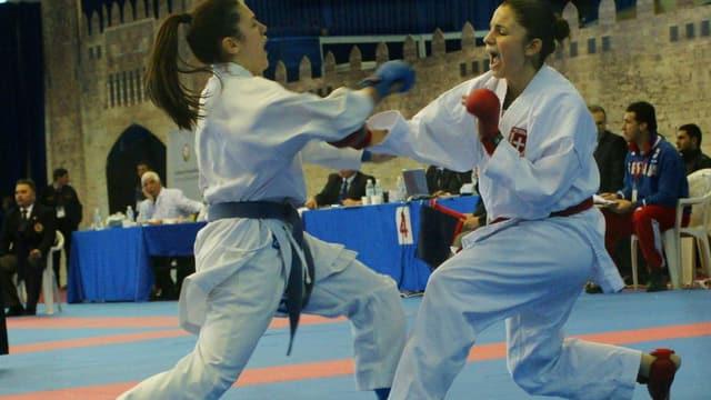 Karatekämpferin Elena Quirici (r.) aus Schinznach in ihrem Element.