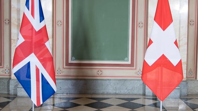Las bandieras da la Gronda Britannia e da la Svizra.