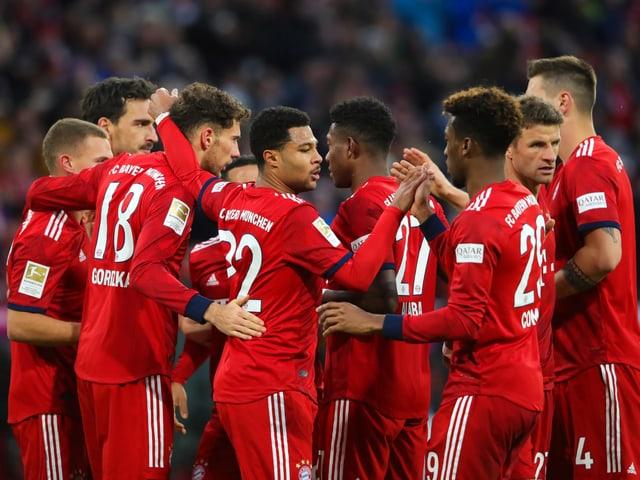 Die Bayern bejubeln einen ihrer vier Treffer.