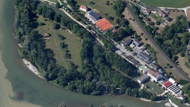 Kartenbild vom Stroppelareal in Untersiggenthal. Ein kleiner Seitenkanal der Aare trennt eine Insel ab.