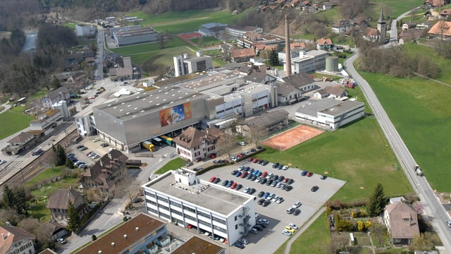 Die Wander-Fabrik Neuenegg BE aus der Luft