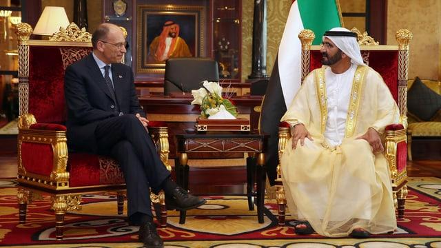 Der italienische Premierminister Enrico Letta verhandelt mit Scheich Mohammed bin Raschid Al Maktum in Dub