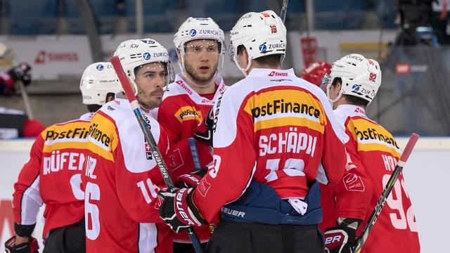 Giugaders svizzers da hockey sin glatsch