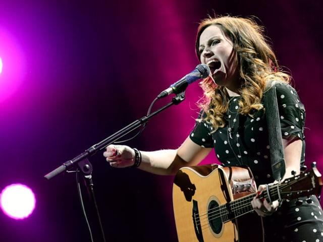 Sängerin Amy McDonald auf der Bühne