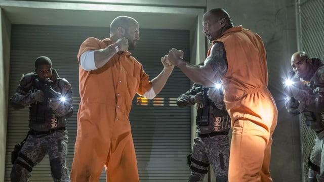 Jason Statham und Dwayne Johnson sind bereit zum Fight.