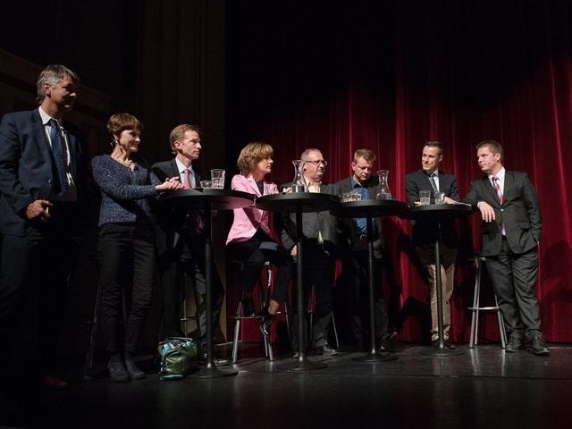 Die acht auf dem Podium im Theater National in Bern