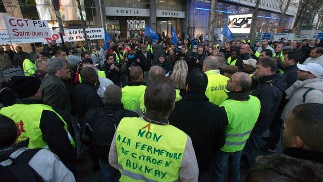 Angestellte von PSA Peugeot-Citroën protestieren Ende Oktober gegen die Schliessung des Werks in Aulnay.