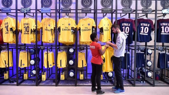 Neymar-Leibchen im Fan-Shop