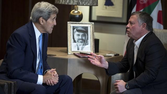 US-Aussenminister John Kerry im Gespräch mit König Abdullah II. in Amman.