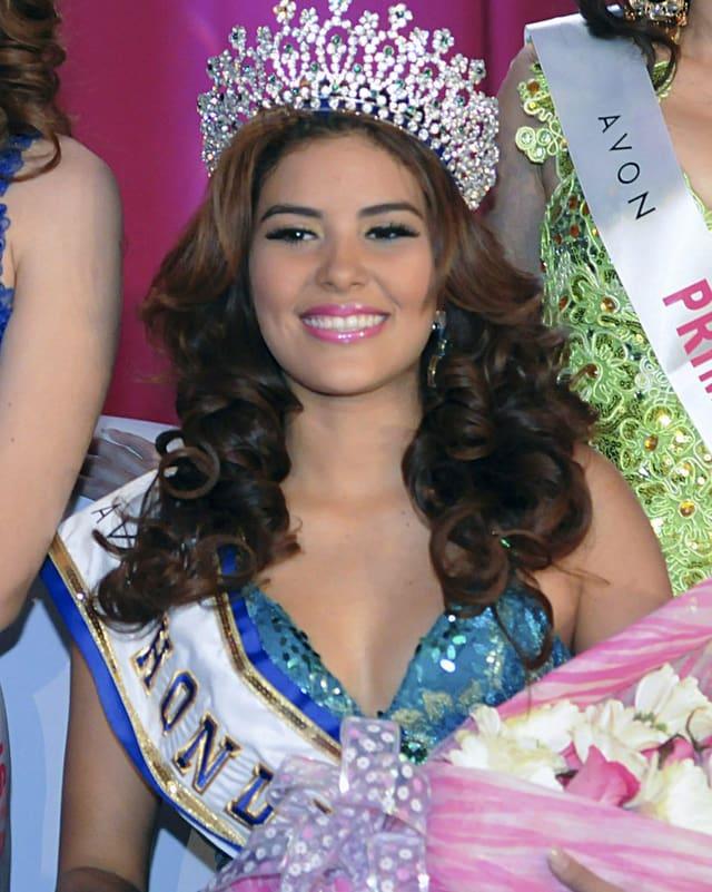 María José Alvarado Muñoz mit Krone bei der Misswahl.