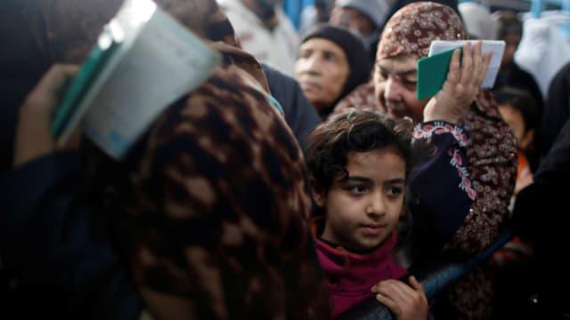 Palästinensische Flüchtlinge an einem Essensverteilzentrum in Gaza Stadt (Januar 2018)