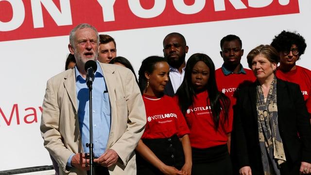 Corbyn mit Anhängern.
