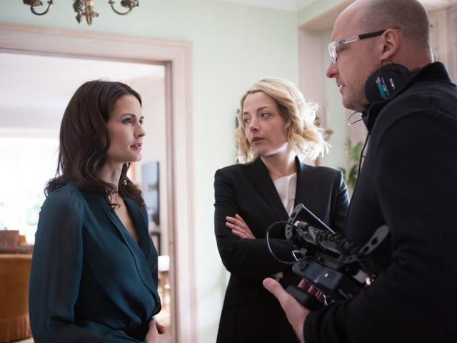 Die Darstellerinnen Lauriane Gilliéron und Laura Sepul bei den Dreharbeiten.